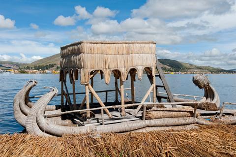 Uros-island-boat