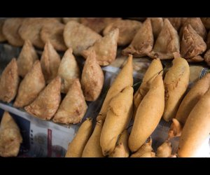 Hot Samosa in Market