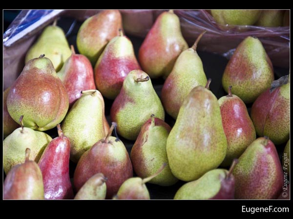 Reddish Green Pears