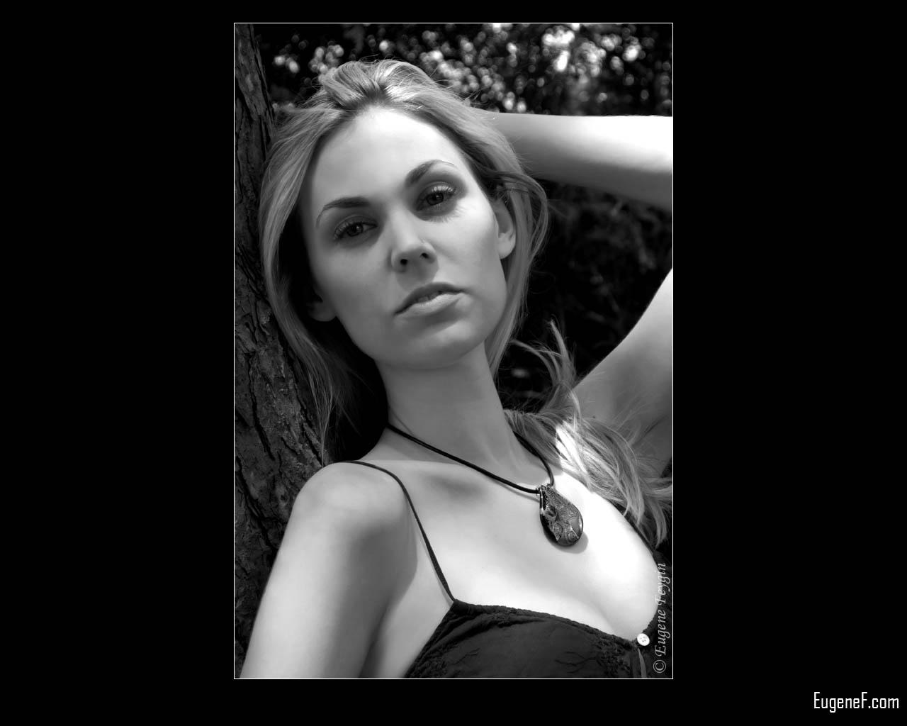 Andrea Outdoor Portrait 5