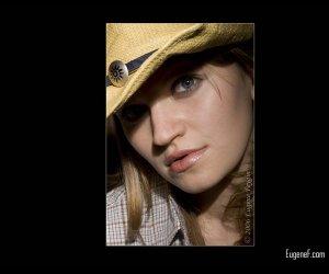 Emily Portrait Glamour 2