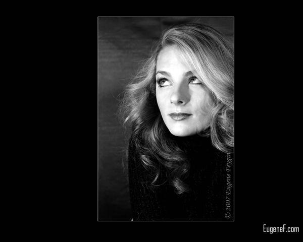 Portrait of Kelly in Studio 7
