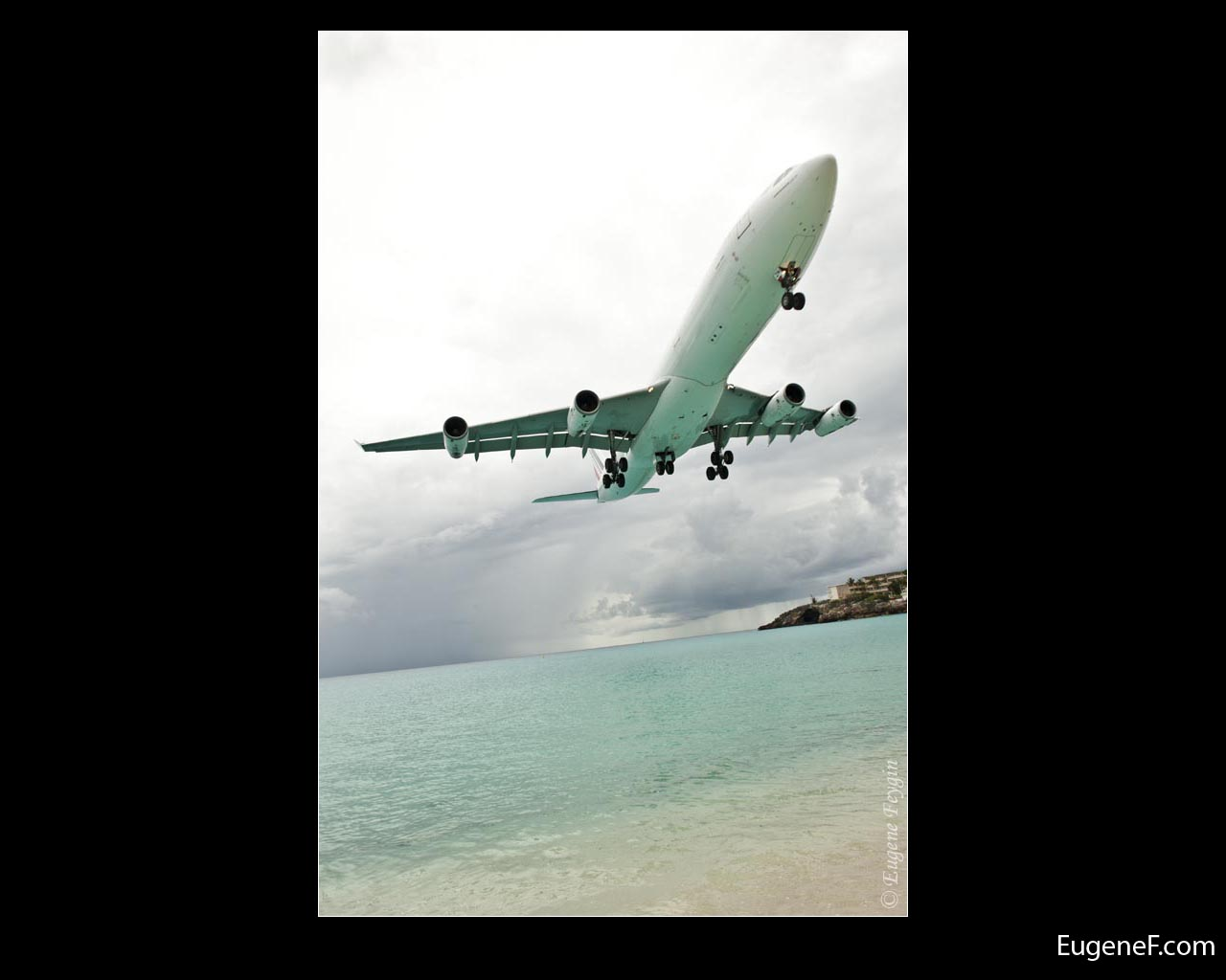 Low Airplane